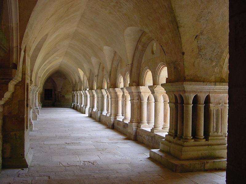 Crédit image association Pierre de Bourgogne : arcades du cloître de l'Abbaye de Fontenay
